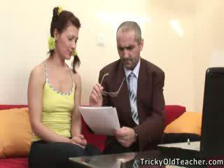 Lustful insegnante uncorks suo student's virgin culo