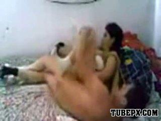 Arab destroys haar wife's poesje