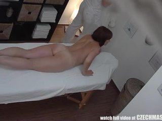 Mamalhuda milf gets fodido durante massagem