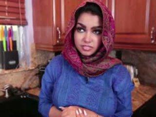 Vollbusig arab teen ada gets gefickt schwer