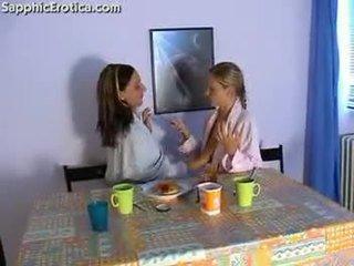 Lesbisch breakfast -1-