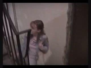 Paauglys mergaitė priverstinis į šūdas į mokėti atgal lost pinigai