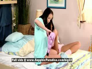 Jess и dara от sapphic eroticalesbian момичета licking