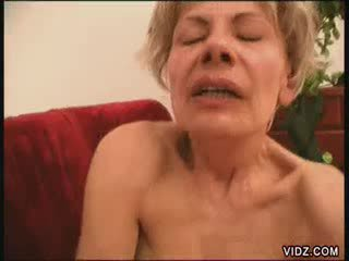 Two blondie mamies tous fired jusqu'à pour female éjaculation