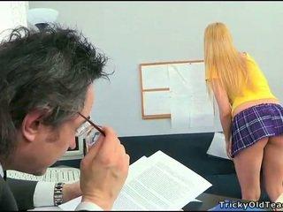 Sekss lesson ar uzbudinātas skolotāja