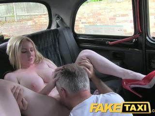 Faketaxi blondýnka puma s velký kozičky gets krásný creampie v taxi