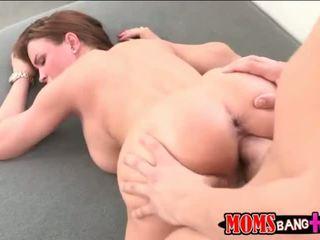 Milf abby menyeberang seks bertiga dengan dia stepson