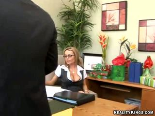 Pics 의 그녀의 큰 가슴