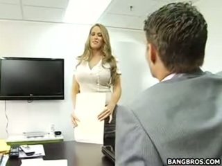 A jó hogy lehet a titkárnő