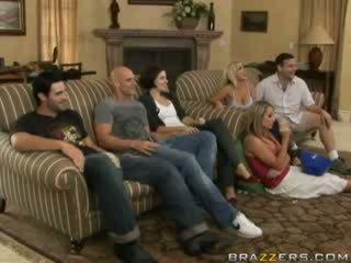 מיני פעילות בין משפחה members