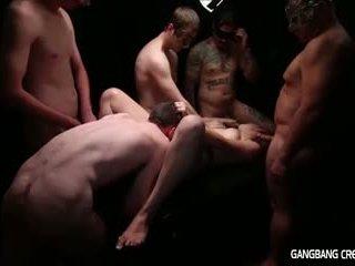 Gangbang creampie đồng tính nữ gets một số tinh ranh và gets creamed