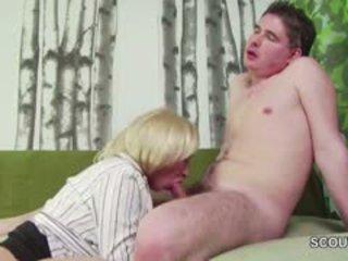 18yr oud duits jongen verleiden step-mom masturbation en neuken