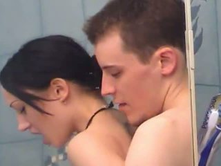Sexy giovanissima ragazza gets fingered sotto doccia