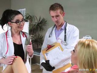 Với aaliyah tình yêu s regular physician retiring cô
