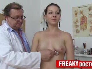 Hot tarya konge og gammel gynecologist