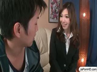 Japans tiener stewardess sucks piemel