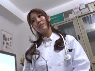 Bigtitted orientálne doktor has shaged v ju consulting izba