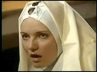 Лесбийки монахиня fists тя sister костюм