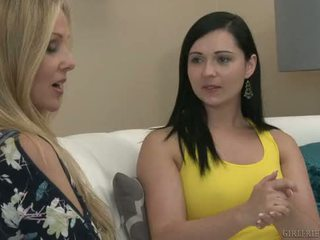 Girlfriends film - angell summers tempts julia ann in eating fica