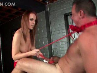 Mežonīga netīras pavēlniece giving viņai sekss vergs male