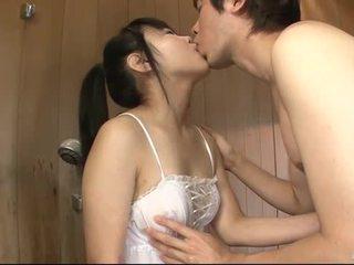 Japoniškas mažutė uses jos liežuvis