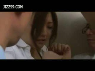 Beauty birojs dāma bukkake minēts uz elevator
