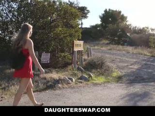 Daughterswap - caldi piccolo bionda beccato webcamming da bffs papà pt.2