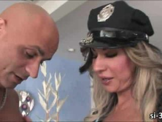 Domme tranny policists ariel everitts fucks guy