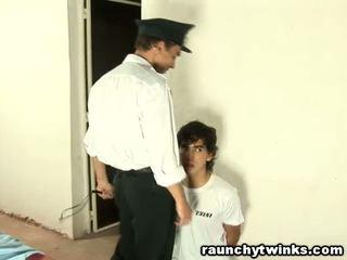Chude tw-nk tastes areszt guard's duży tłusta kutas