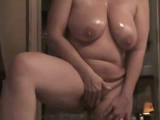 Milf com pesado hangers masturbates