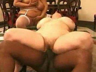 2 fatmature seksi stimulating jatuh tempo berbagi 1 hitam erect kontol
