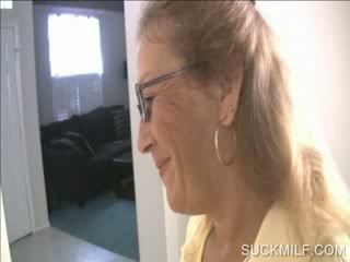 Mère et poulette suçage une dong