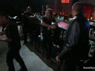 Melody jordan has gangbanged në the çiklist bar