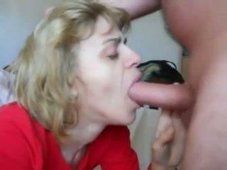 妈妈 在 mouth-fuck n 附带 吞 行动