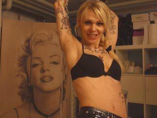 S pestjo double s pestjo tattoo luštne medicinska sestra: brezplačno hd porno 27