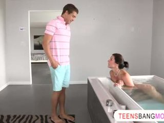 Alluring MILF Kendra Lust teaches teens