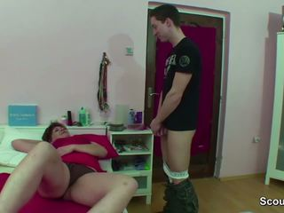 Mami i kapuri gjerman djalë masturbim mashkullor kur wake lart dhe shkoj qij
