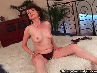 Mature mère avec poilu crotch et armpits baisée profond