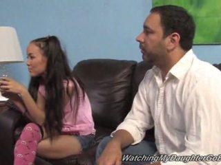 Amai liu goes чорна в передній з її батько