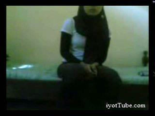 Muslim тийн студент при обща спалня част 1
