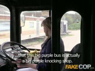 Fake שוטר copper fucks אוטובוס driver ב the arse