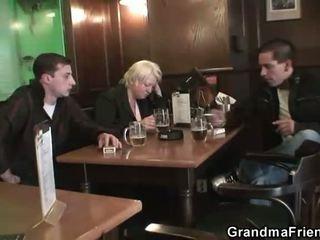 Two dudes bang totally п'яна бабуся