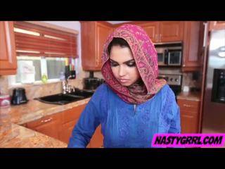 Hijabi dievča ada has na sať kokot a obey