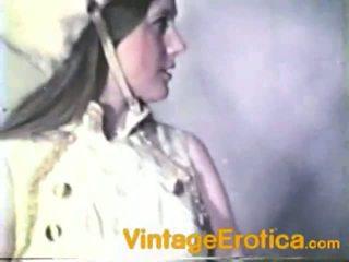 Vintaj lesbo prestasi sekitar kanak-kanak perempuan dalam band