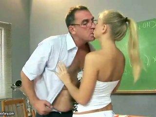 Sexy ado fille baise autour mature pedagogue