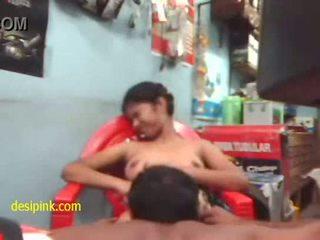 Desi gadis fucked oleh neighbour pakcik 1 - xvideos.com