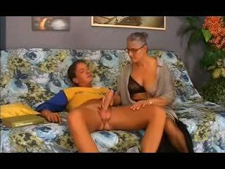 Vecs vecmāmiņa takes tas uz the pakaļa, bezmaksas anāls porno 12