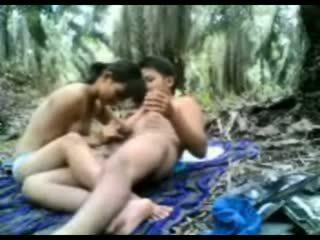 印度尼西亞 青少年 性交 在 該 叢林