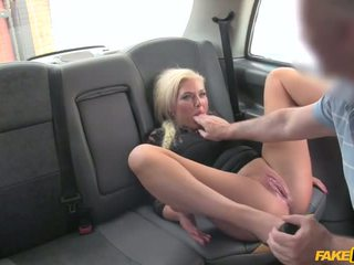 Driver pillada wanking en ropa interior - porno vídeo 961