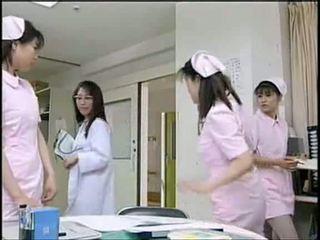 Asiatique infirmière suçage patient